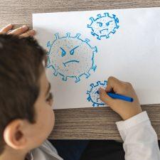 Kind zeichnet Corona-Virus