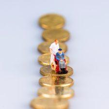 Rollstuhlfahrer, Seniorenfigur auf Münzen