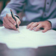 Unterschrift auf einem Vertrag